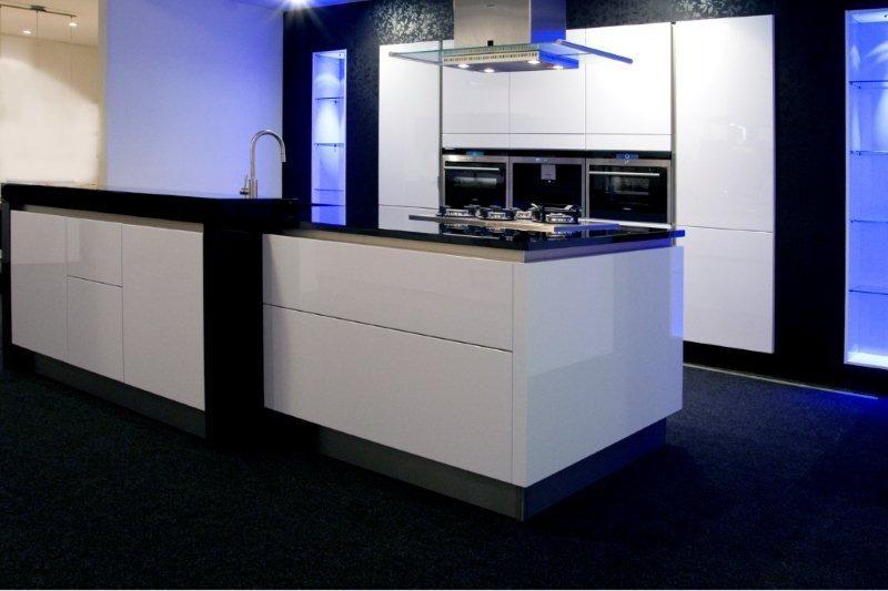 De voordeligste woonwinkel lucida gelakt wit greeploos 37370 - Model keuken wit gelakt ...