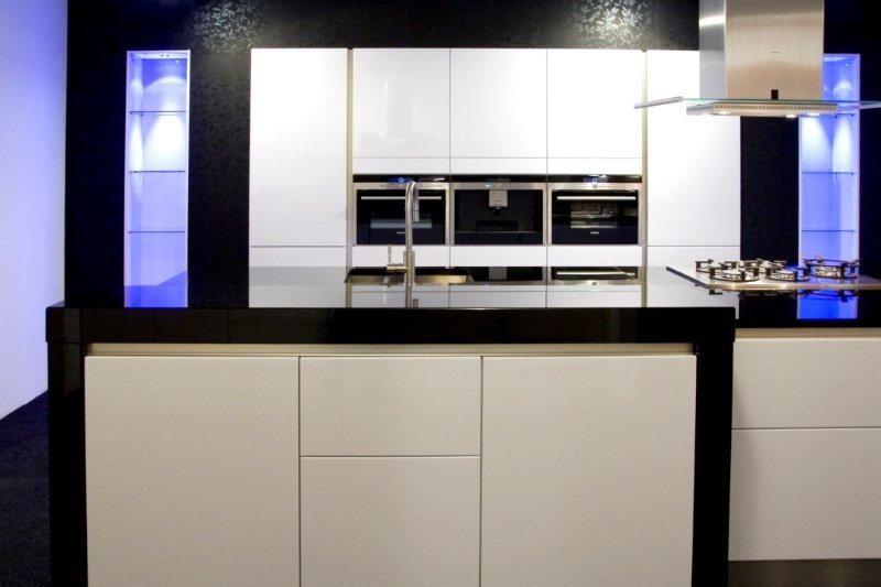 Hoogglans Keuken Wit Aanbieding : eilandkeukens nl De voordeligste woonwinkel Lucida