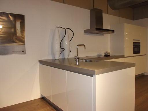 Moderne Keuken Met Schiereiland : Moderne Keuken Met Schiereiland : Pin by ASWA Keukens on Kijkje in de
