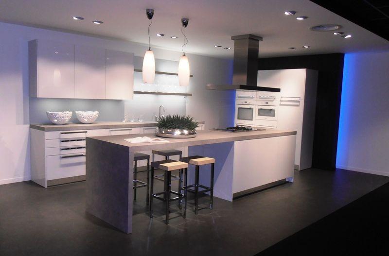 De voordeligste woonwinkel eilandkeuken met miele apparatuur 46117 - Eigentijdse keuken met centraal eiland ...